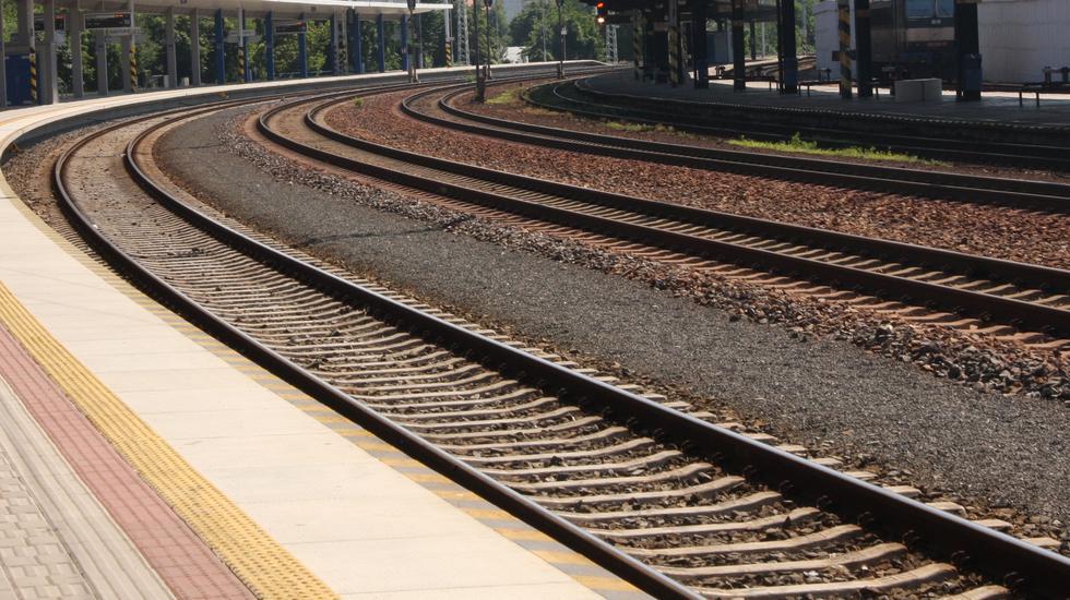 Na trati Zvolen – Šahy opäť premávajú vlaky