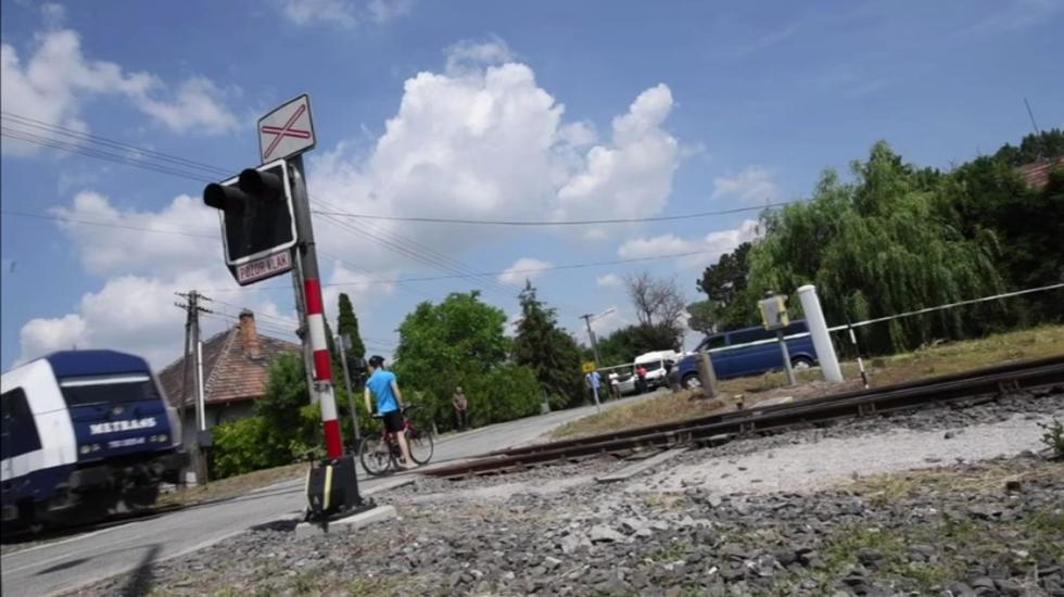 Simulovaná zrážka vlaku s cyklistom