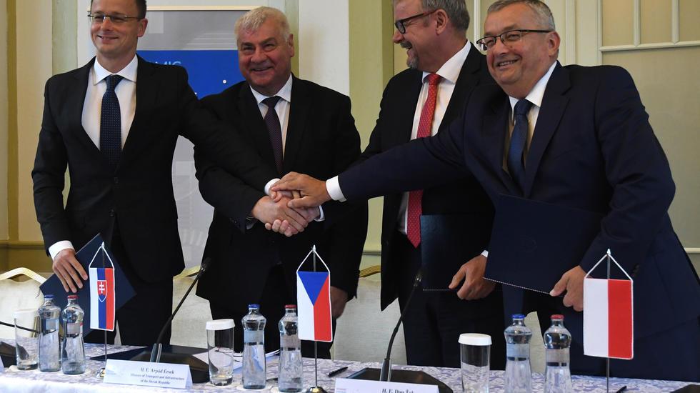 Ministri V4 podpísali spoločnú deklaráciu o vysokorýchlostnej trati