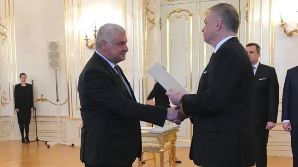 Ministrom dopravy ostáva Arpád Érsek