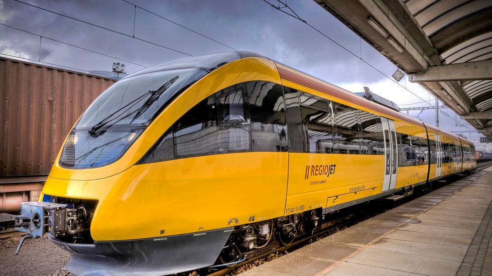 Ministerstvo dopravy na trati Bratislava - Komárno čaká na poschodové vozne