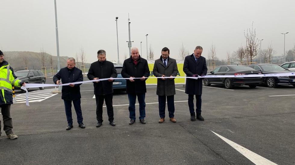 V Pezinku postavili parkovisko pre cestujúcich vlakom