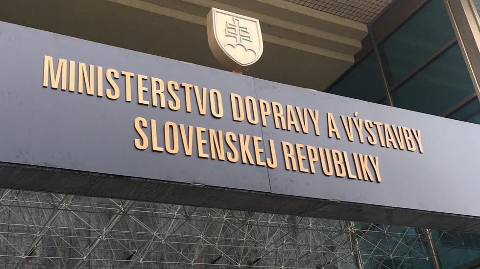 Za posledné tri roky sa stavia najviac diaľnic v histórii Slovenska, pribúdajú aj moderné trate