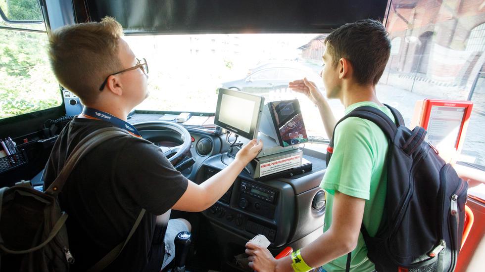 Žiaci základných škôl si mohli vyskúšať byť rušňovodičom aj vodičom kamióna