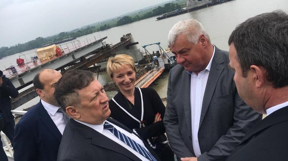 Ministri dopravy kontrolovali výstavbu mosta v Komárne