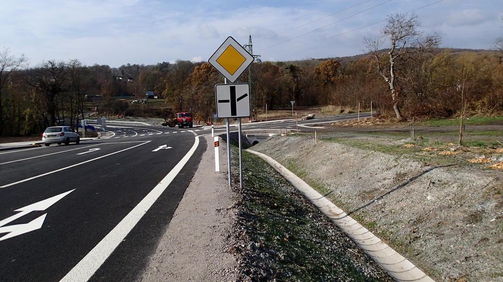 Ministerstvo dopravy opraví zničené cesty po zosuvoch pôdy