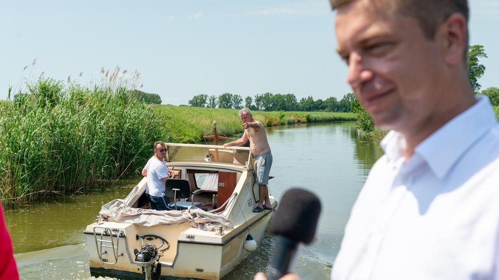 Minister Andrej Doležal otvoril plavebnú sezónu na Baťovom kanáli v Skalici
