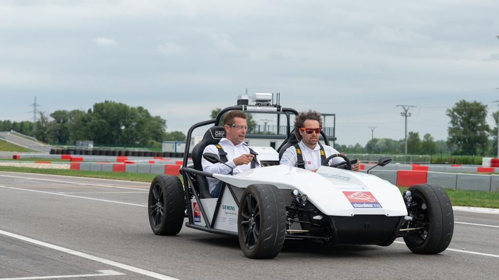 Minister Andrej Doležal otestoval autonómne vozidlo (VIDEO pod článkom)